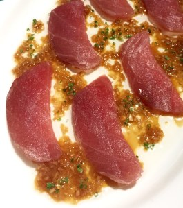 Raw tuna with ginger dressing
