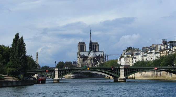 Sightseeing Along The La Seine – River Boat Cruise In Paris