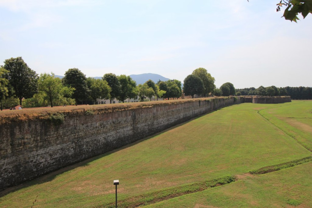 lucca city wall