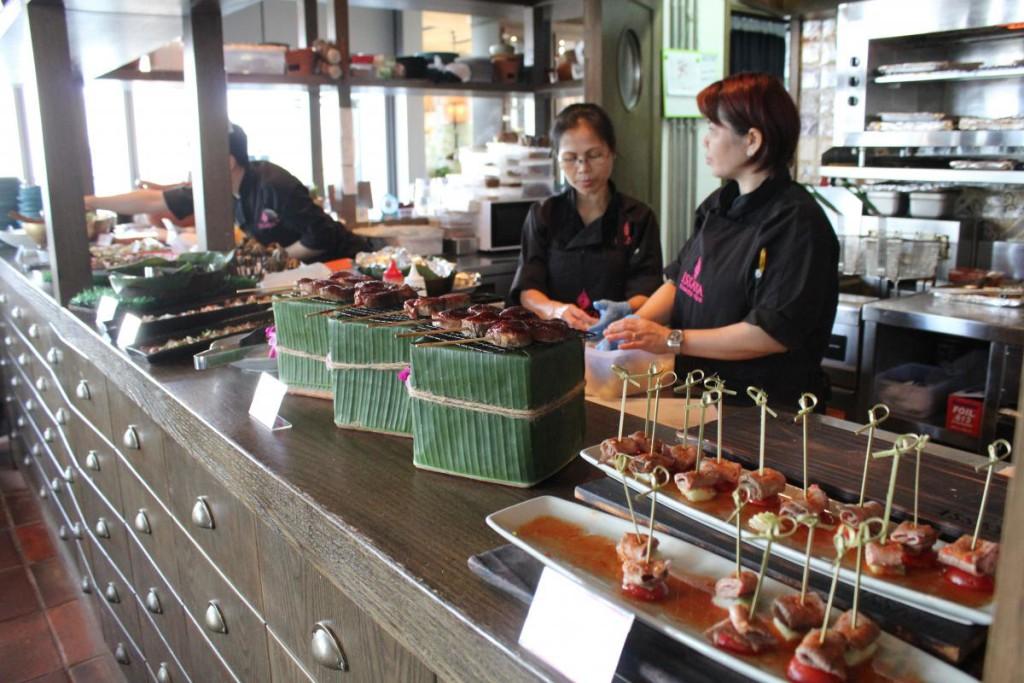 Issaya Siamese Club Hong Kong - buffet