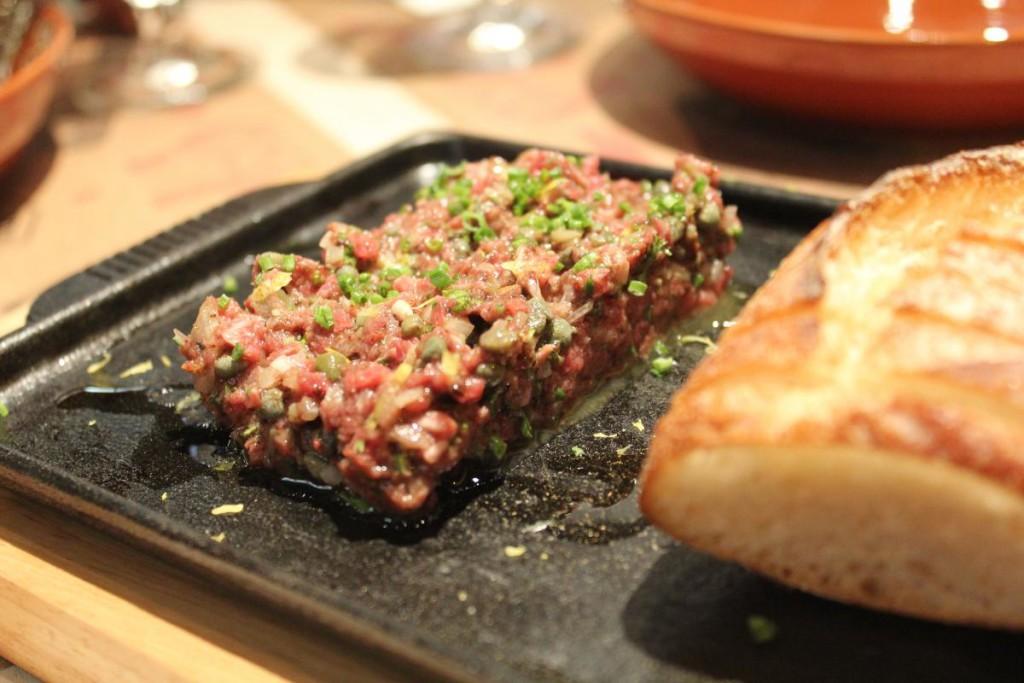 bones n blades - steak tartare