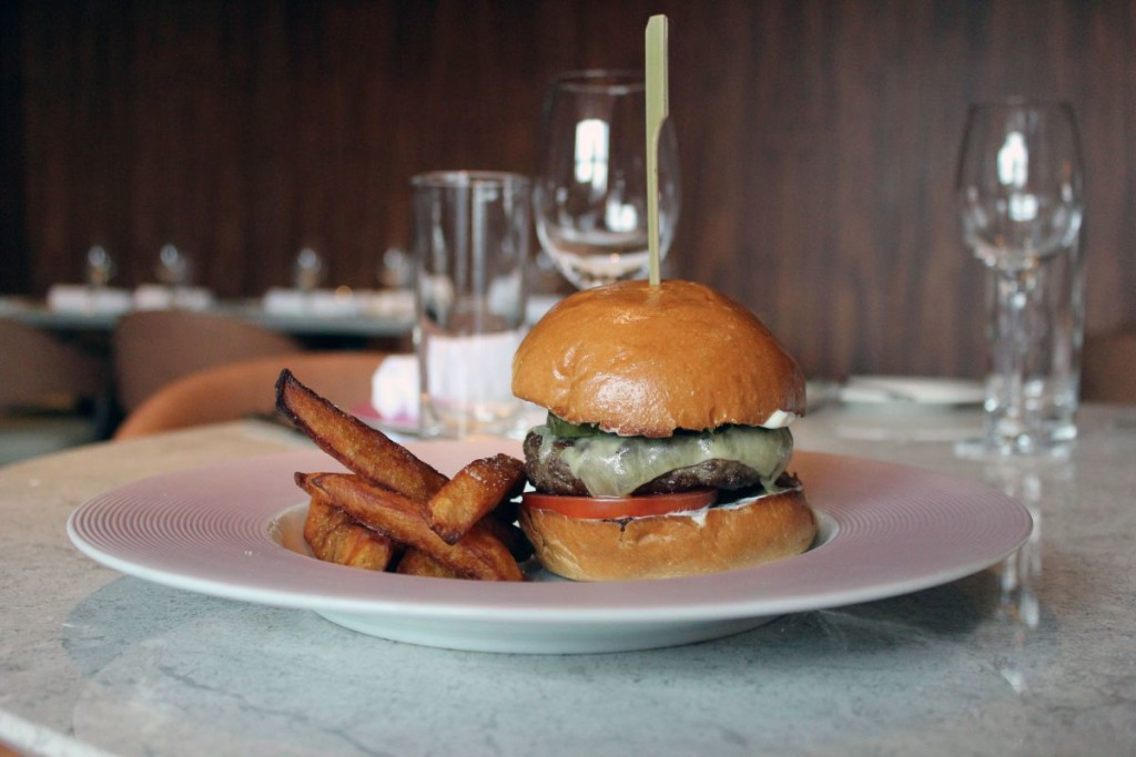 maison-eight-brunch-burger