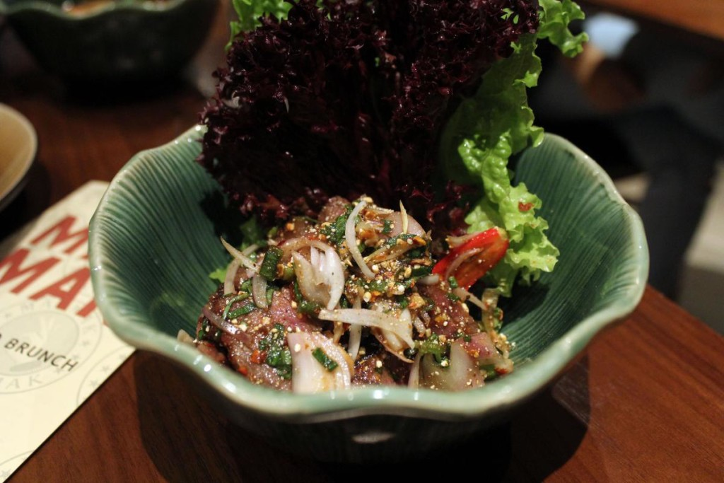 mak-mak-brunch-beef-salad