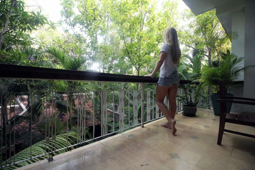pavilion hotel phnom penh - balcony