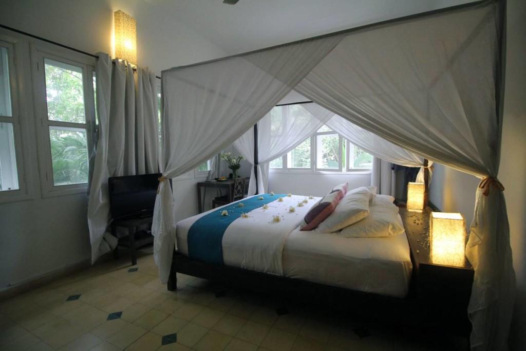pavilion hotel phnom penh - bedroom