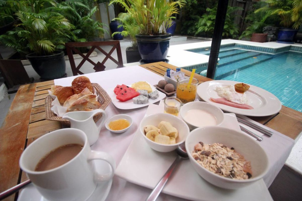 pavilion hotel phnom penh - breakfast