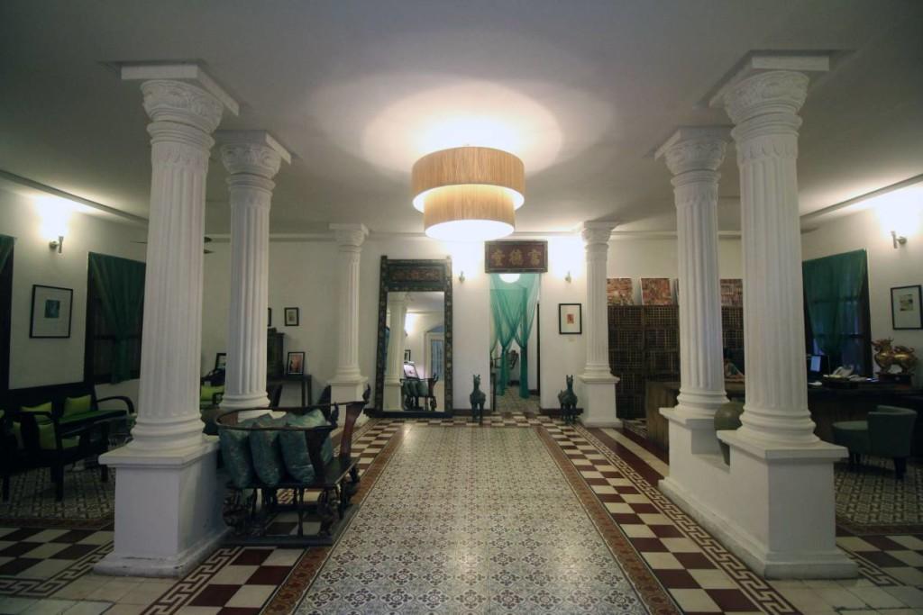 pavilion hotel phnom penh - lobby