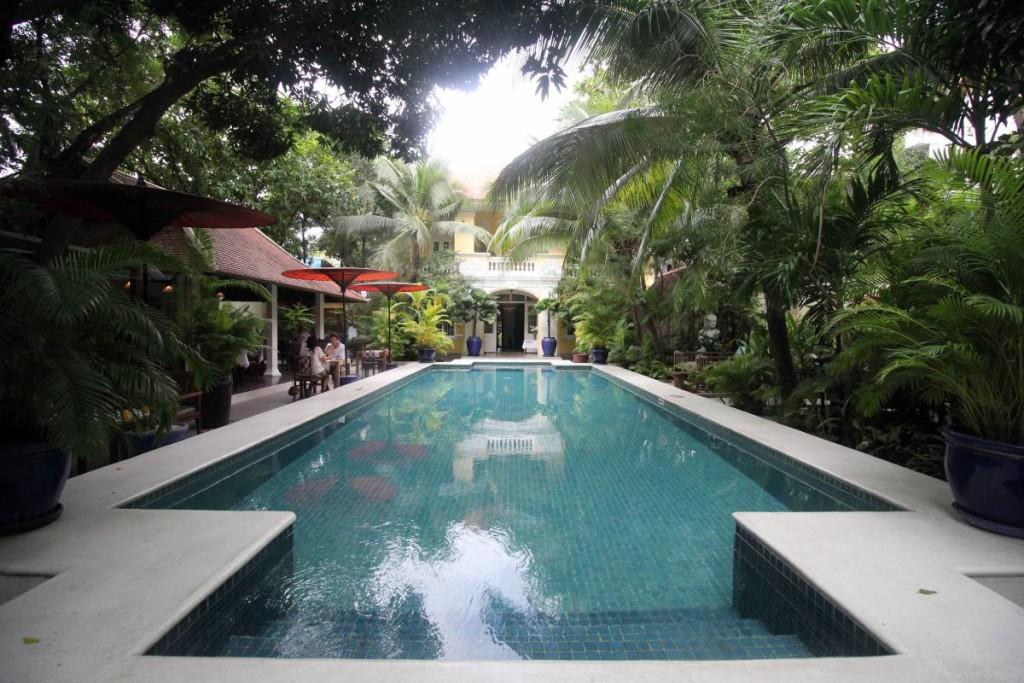 pavilion hotel phnom penh - main pool
