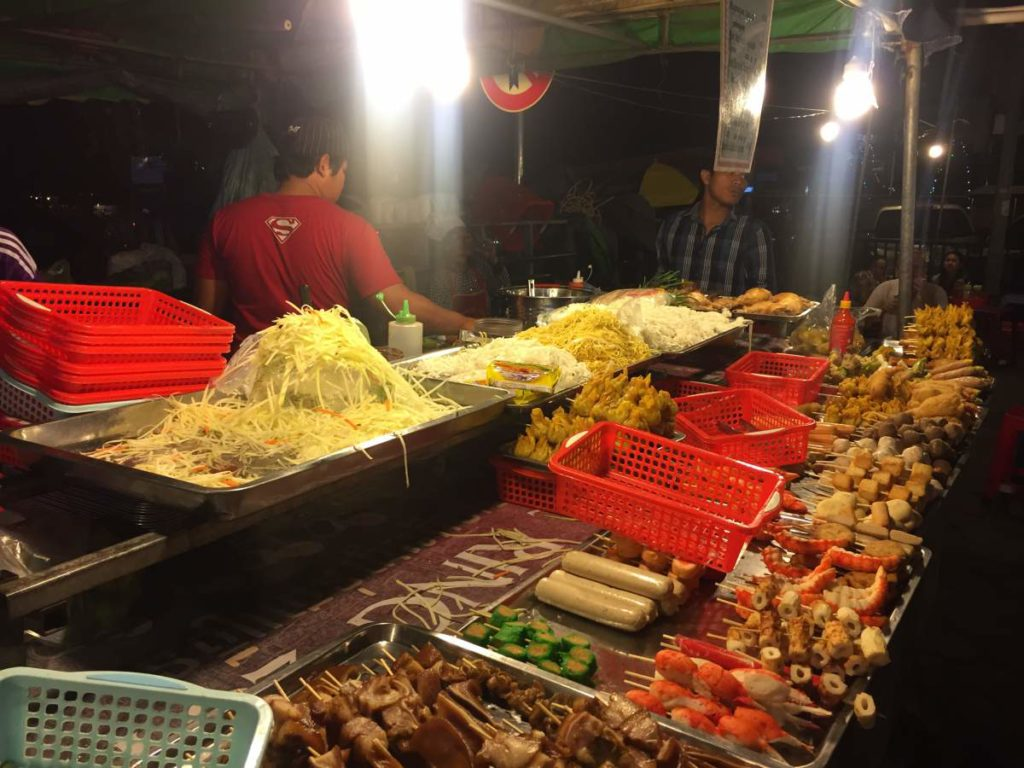 what-to-eat-in-cambodia-night-market-102